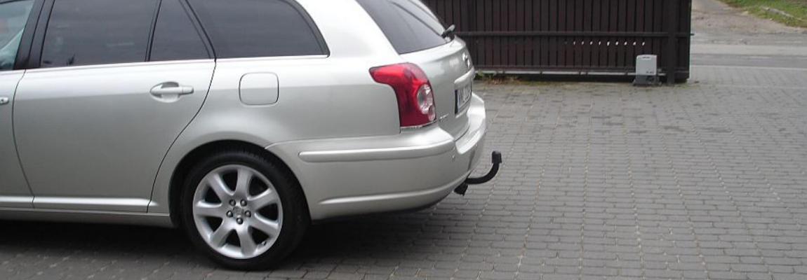 Samochód z zamontowanym hakiem